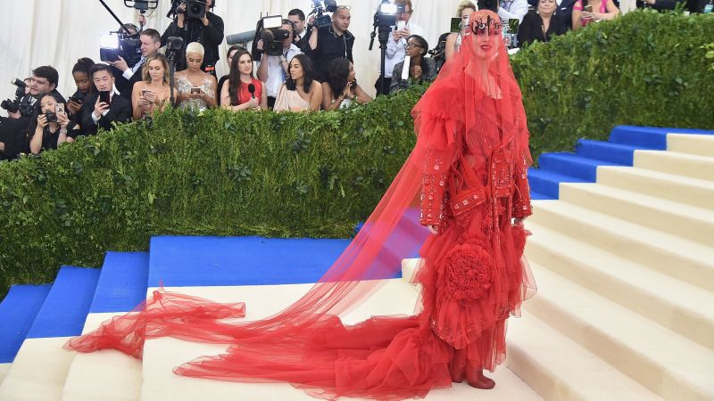 Katy Perry, Met Gala 2017, dress, red carpet (horizontal)