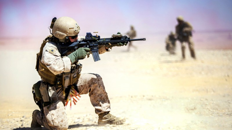 M4, carbine, assault rifle, U.S. Army, soldier, Iraqi, desert, firing (horizontal)