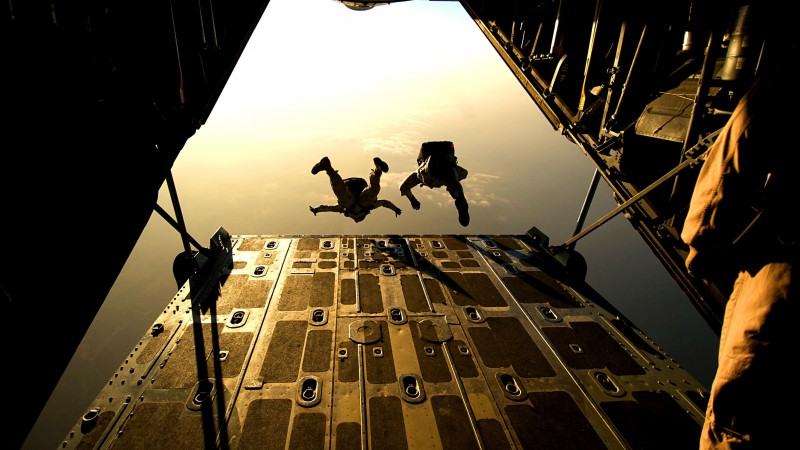 landing force, airlift delivery, soldier, parachute, military, aircraft, sky (horizontal)