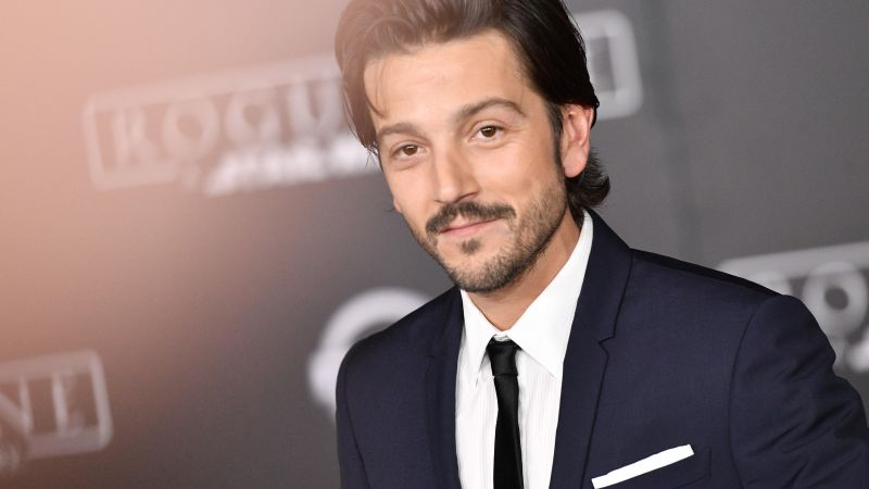Diego Luna, photo, 5k (horizontal)