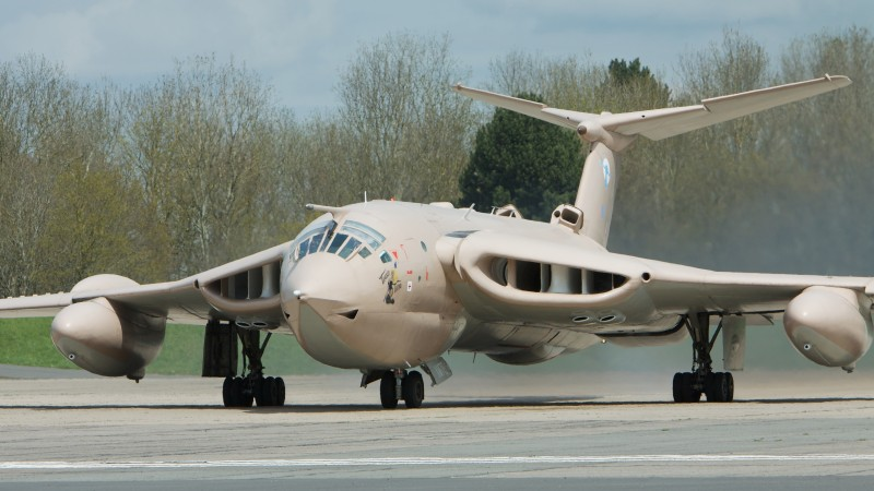 Handley Page, Victor, XM715, HP.123, bomber, tanker, aircraft, Royal Air Force, landing (horizontal)