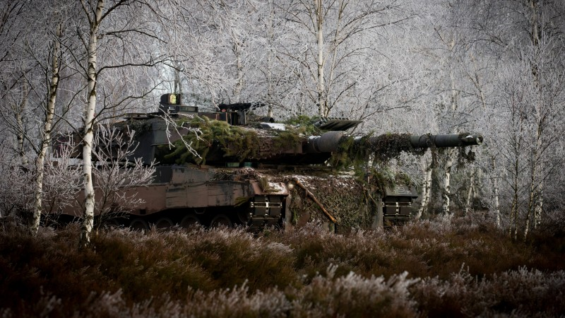 Leopard 2, 2a6m, Can, MBT, tank, German, forest, Bundeswehr, camo, winter (horizontal)