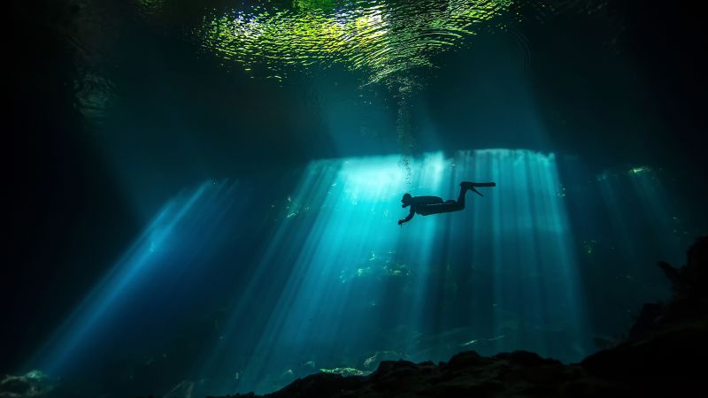 Diver, Sunbeam, Underwater, 4K (horizontal)