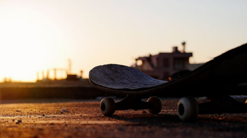 skateboarding, sunset, 5K (horizontal)