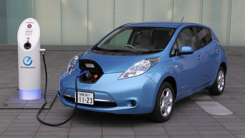 Nissan LEAF, electric cars, Nissan, charging, city cars, ecosafe, review, side, buy, rent, 2015 Detroit Auto Show, Best Electric Cars 2015, NAIAS (horizontal)