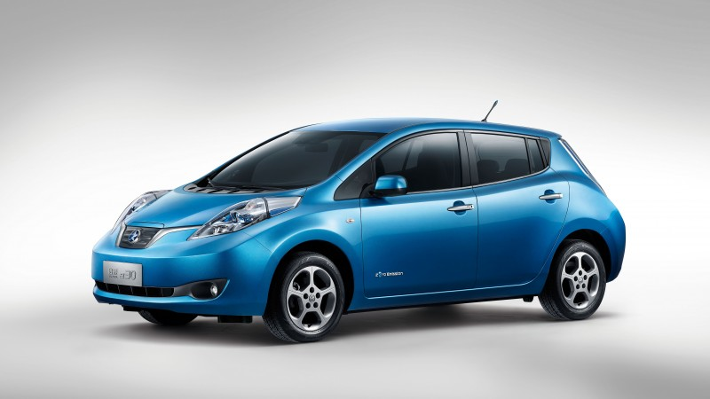 Nissan LEAF, electric cars, Nissan, city cars, ecosafe, review, side, buy, rent (horizontal)