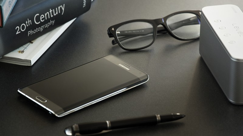 Samsung Galaxy Note Edge, smartphone, phablet, review, sidebar, pen, glasses, book, table (horizontal)