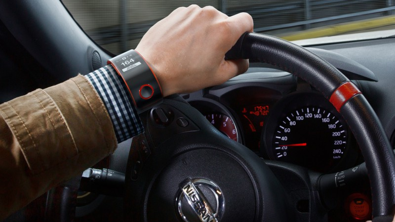 Nissan Nismo Watch, watches, smartwatch, car, test, app, display, hand, review, control (horizontal)
