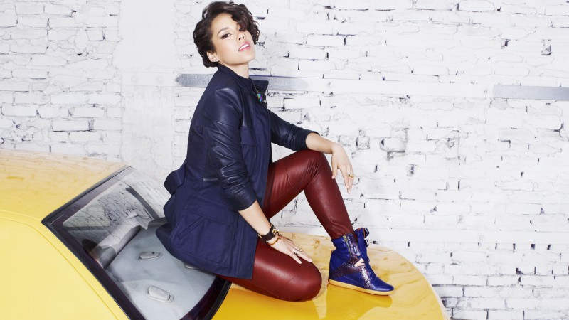 Alicia Keys, Most Popular Celebs in 2015, singer, songwriter, record producer, actress, car, taxi (horizontal)