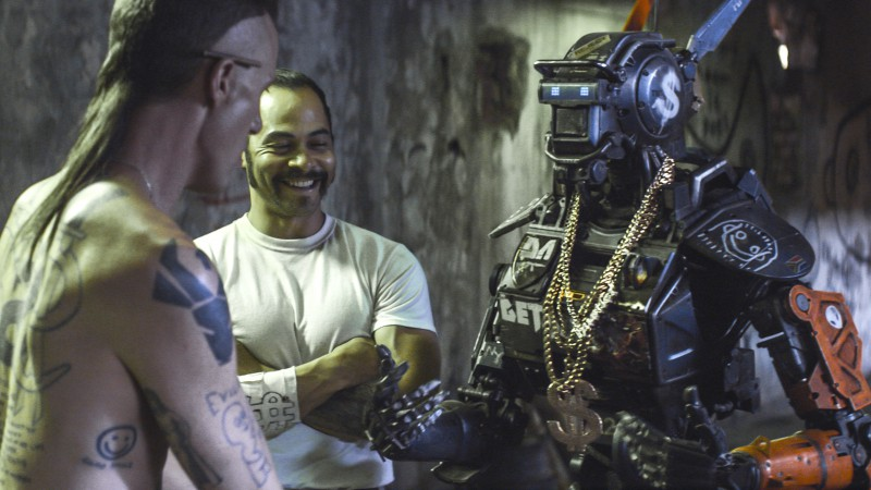 Chappie, Best Movies of 2015, robot, police, gun (horizontal)