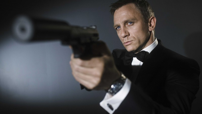 Daniel Craig, 007, James Bond, Most Popular Celebs in 2015, actor, gun (horizontal)