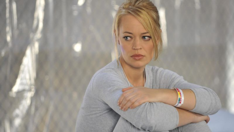 Jeri Ryan, Most Popular Celebs in 2015, actress, blonde, dress, sofa (horizontal)