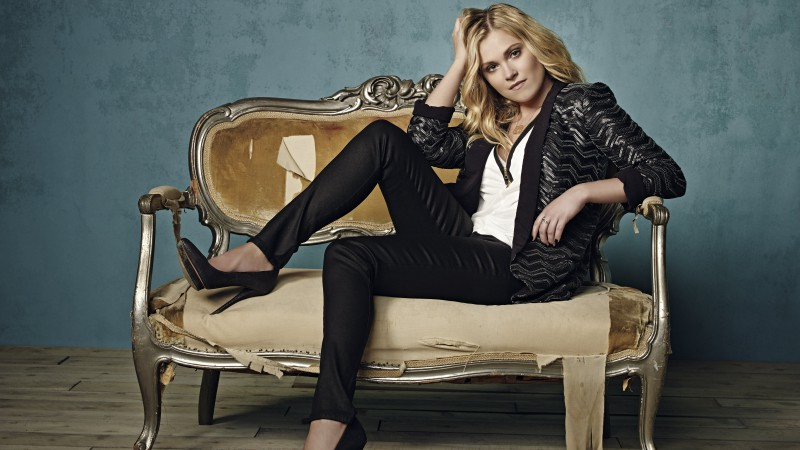 Eliza Taylor, Most Popular Celebs in 2015, actress, blonde, sofa (horizontal)