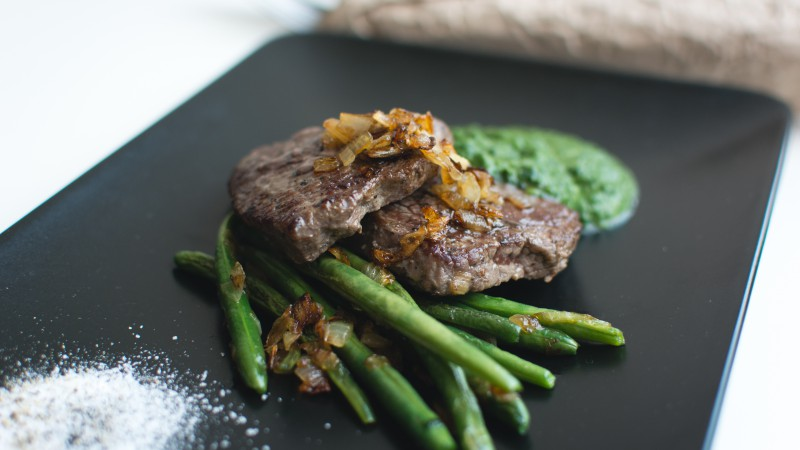 Steak, asparagus, sauce (horizontal)