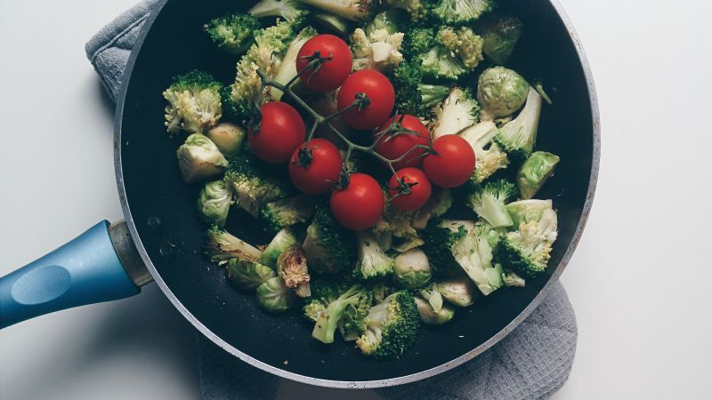 Brussels sprouts, tomato, pan (horizontal)
