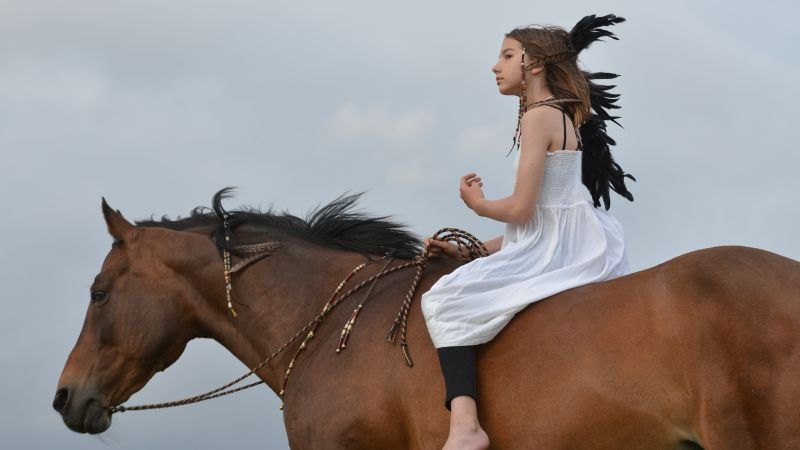 Horse, girl, blond (horizontal)