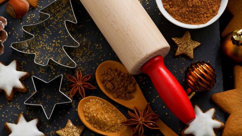 holiday cookies, stars, fir-tree, sugar, spices, cinnamon, anise (horizontal)