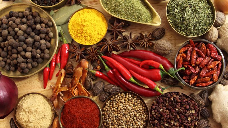 Spices, pepper, chilli, basil, nutmeg, cinnamon (horizontal)