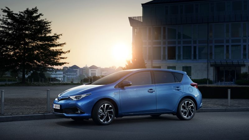 Toyota auris, hatchback, hybrid, blue. (horizontal)