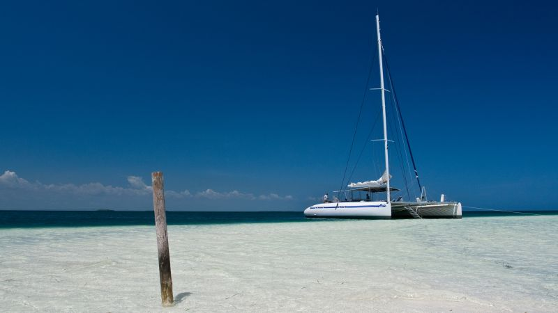 Caribbean sea, 5k, 4k wallpaper, Cayo Blanco Island, Cuba, boat, shore, sky (horizontal)