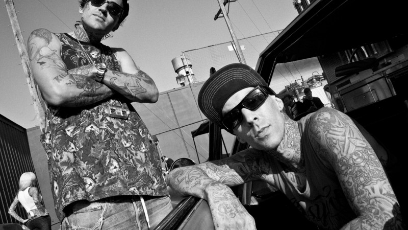 This Michael Wayne, Travis Barker, Blink -182, Punk, American rapper, actor, boxing bit, tattoo (horizontal)