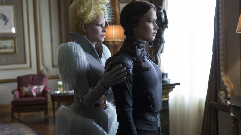 The Hunger Games, Mockingjay - Part 2, Effi trinket, Katniss, Elizabeth Banks, Jennifer Lawrence (horizontal)
