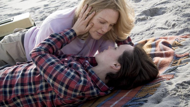 Freeheld, Julianne Moore, Ellen Page (horizontal)