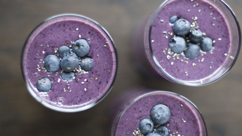 smoothies, fruit, blueberry, sesame (horizontal)