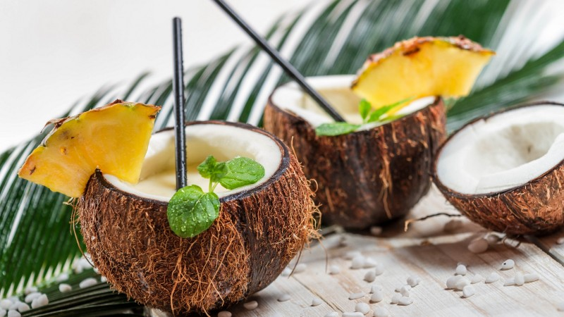 pina colada, coconut, pineapple, cocktail (horizontal)