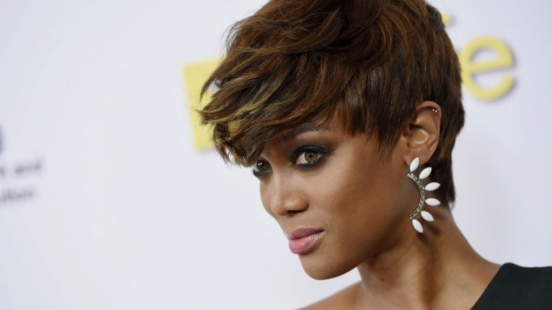 Tyra Banks, Victoria's Secret Angel, girl, hair, beads, television personality, talk show host, producer, author, actress, former model (horizontal)