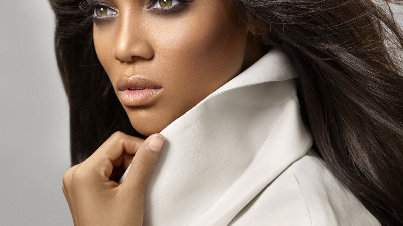 Tyra Banks, hair, television personality, talk show host, producer, author, actress, former model (horizontal)