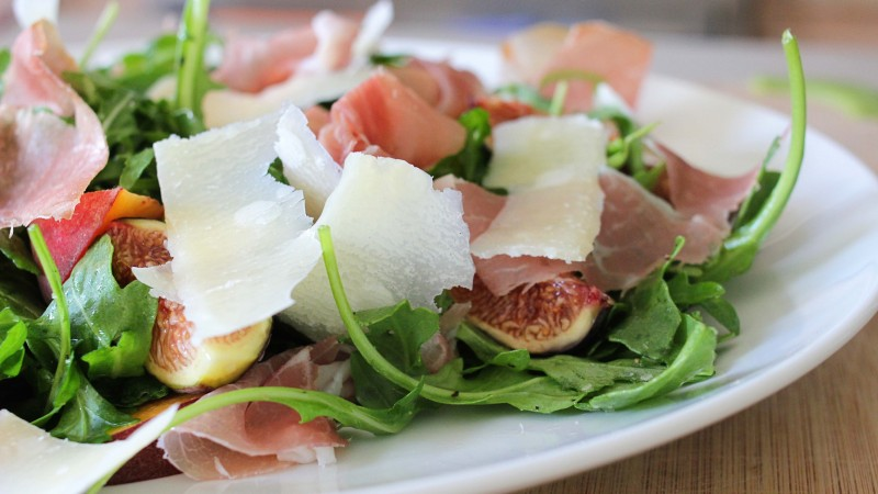 arugula, prosciutto, cheese, figs, peaches, recipe, cooking (horizontal)
