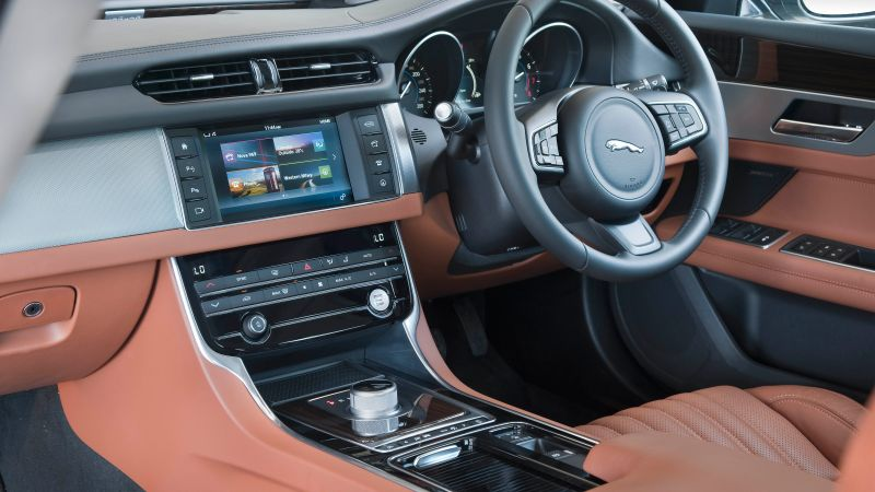 Jaguar XF Portfolio, sedan, interior (horizontal)