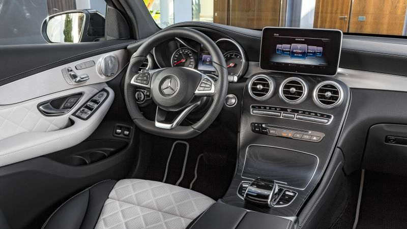 Mercedes-Benz Glc Amg Line, NYIAS 2016, interior (horizontal)