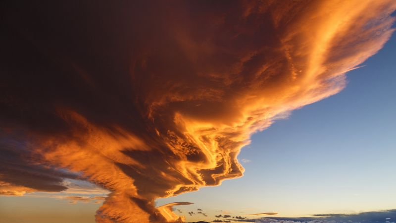 Lenticular cloud, clouds fire