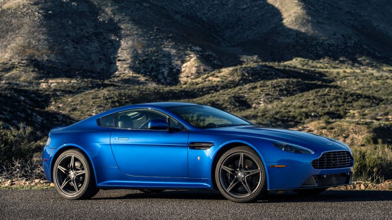 Aston Martin V8 Vantage GTS, racing cars, blue