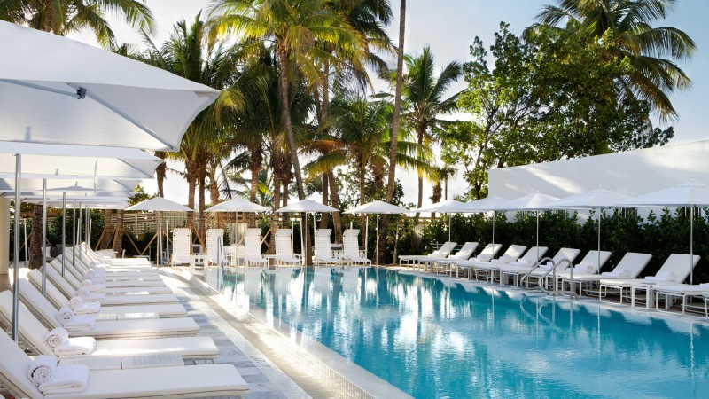 Metropolitan by COMO, Miami, hotel, pool, sunbed, water, palm, sky, travel, vacation, booking