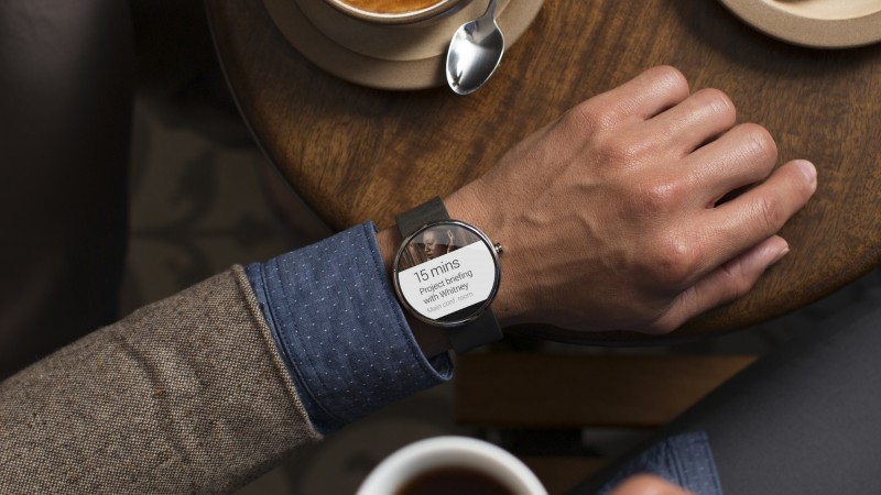 Moto 360, watches, CES 2015, cafe, man, luxury, smart watches, metal, review