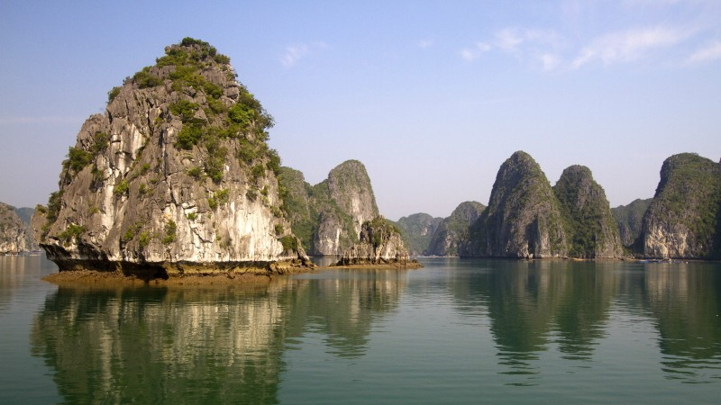Ha Long Bay, 5k, 4k wallpaper, 8k, Halong Bay, Vietnam, mountains, cruises, travel, rest, boat, river (horizontal)