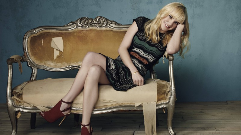 Anna Faris, Most Popular Celebs in 2015, actress, blonde, sofa