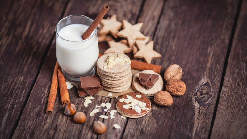 milk, drinks, spices, cinnamon, nuts, walnuts, hazelnuts, almonds, chocolate, baking, figurines, cookie