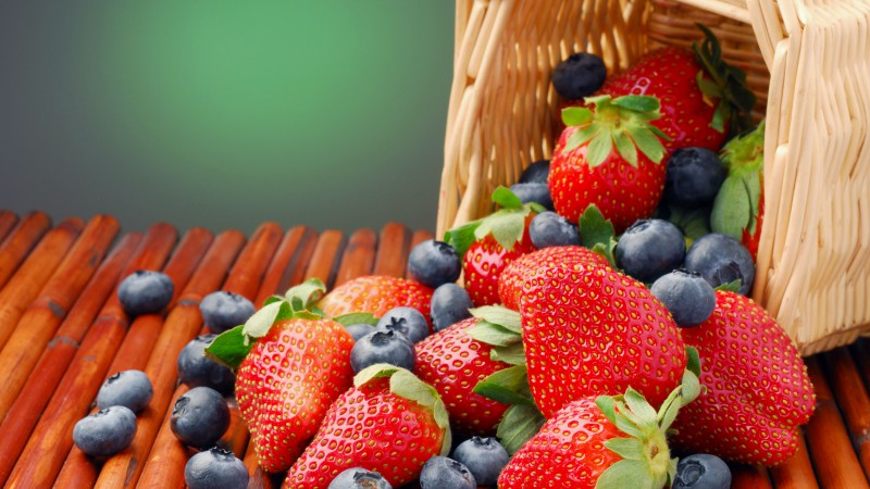 Fruits, summer, berries, strawberry, blackberry, basket (horizontal)