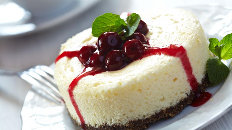 Cheesecake, cherry, jam, mint (horizontal)