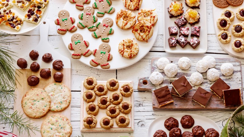 holiday cookies, chocolate, ginger, dried fruit, gingerbread man (horizontal)