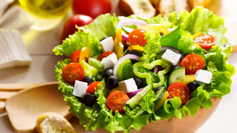 Greek salad, tomato, olives, peppers, onions, cheese, feto