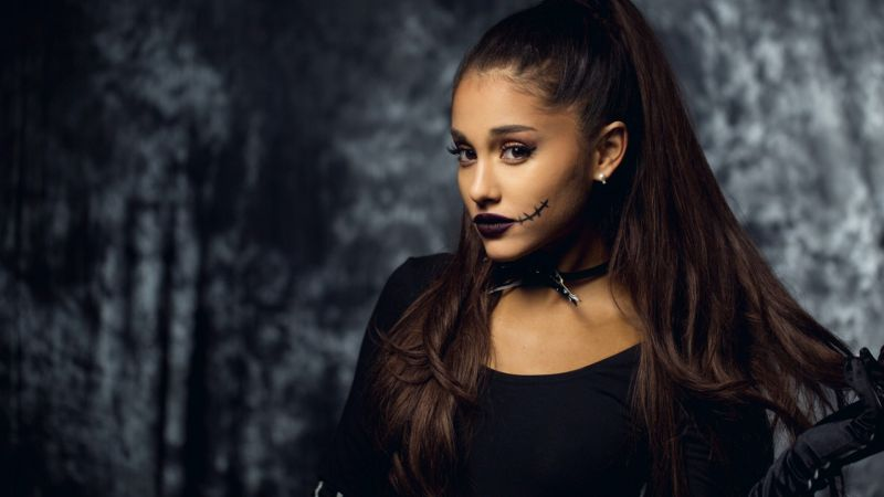 Ariana Grande, Top music artist and bands, singer, actress, beach (horizontal)