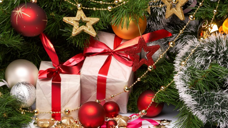New Year, gifts, jewelry, toys, fir-tree (horizontal)
