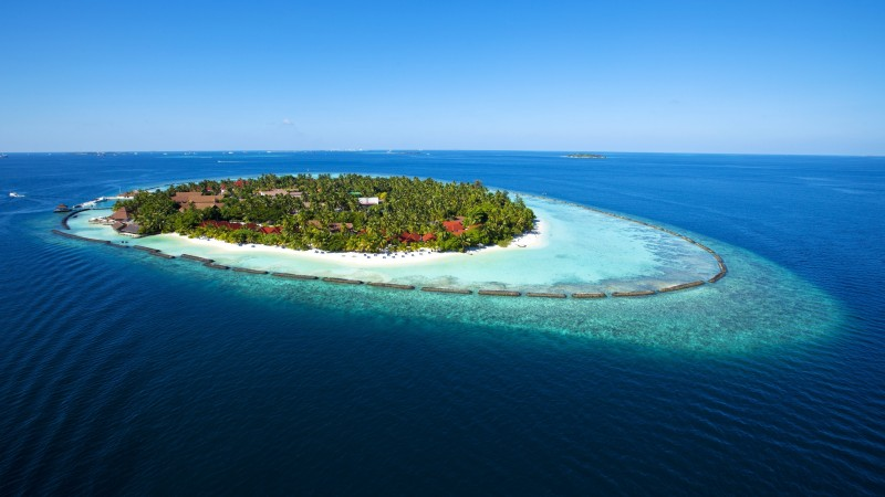 Maldives, 5k, 4k wallpaper, holidays, vacation, travel, hotel, island, ocean, bungalow, beach, sky (horizontal)