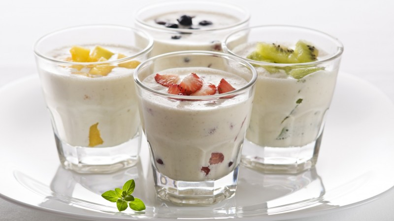 milk shake, ice cream, fruit, strawberries, kiwi, mango, blueberries, mint (horizontal)