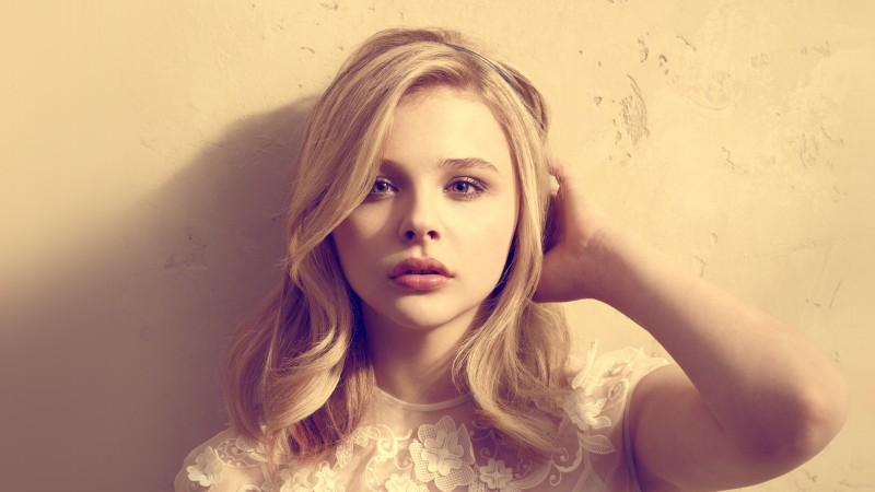 Chloe Moretz, actress, blonde, portrait (horizontal)